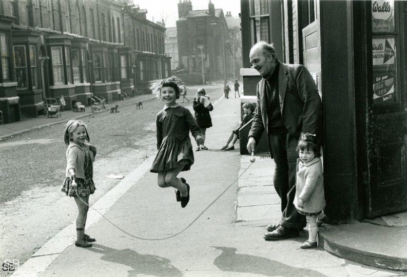 Фотографии Ширли Бейкер 1960-х годов - №19