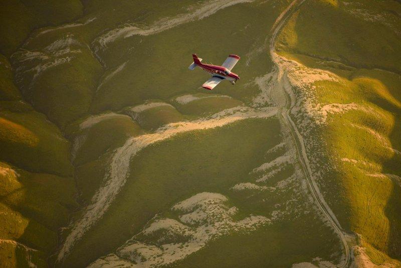 «Я летел строем над прекрасными горами Калифорнии. Летать и одновременно фотографировать другой самолёт непросто, но очень интересно», – говорит Тодоров.