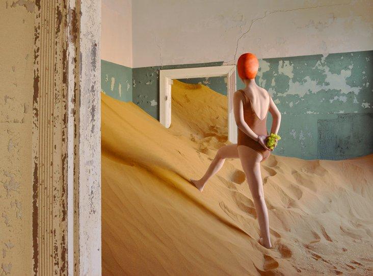Фотосерия «Еда делает сюрреалистичные вещи в пустыне» - №7