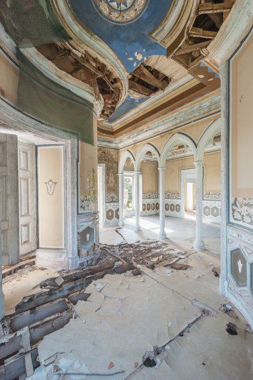 Заброшенные дворцы Европы - №13