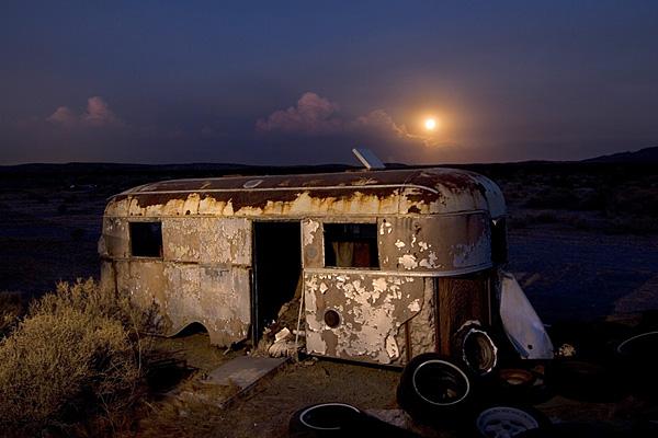 Ночные фотографии заброшенного Запада - №7