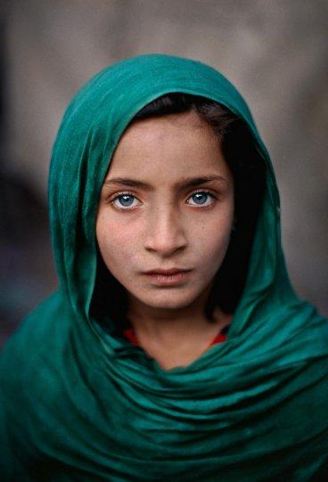 Портрет афганской беженки в Пешаваре, Пакистан