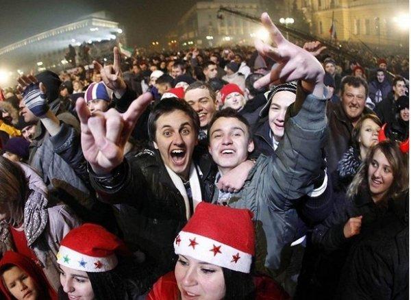 Празднование Нового Года - красивые фото из разных стран - №8