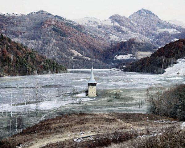 Граница между документальным и художественным фото. Tamas Dezso - №10
