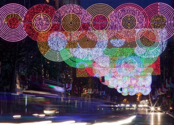 Лучшие фото праздничных нарядных улиц со всего мира - №7