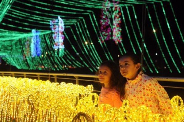 Лучшие фото праздничных нарядных улиц со всего мира - №15