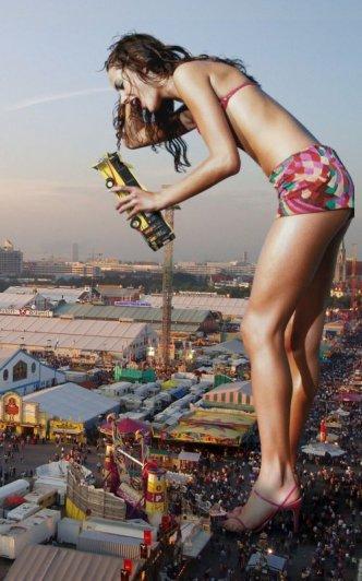 Девушки-гиганты в необычных фото кадрах - №8