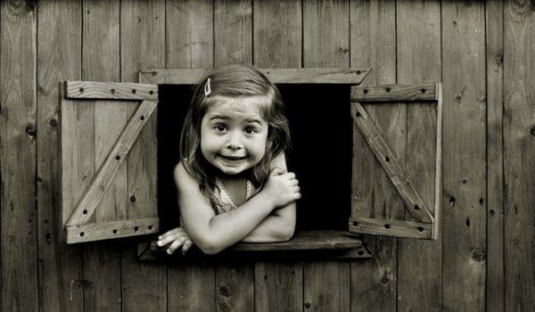 Взгляд в окно - искусство черно-белых фото - №35