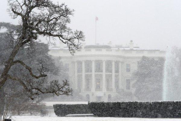 Фото: EPA/MICHAEL REYNOLDS - аномальная погода в мире