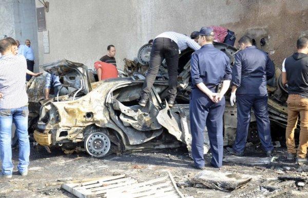 Фото: EPA/STR - последствия террористического акта