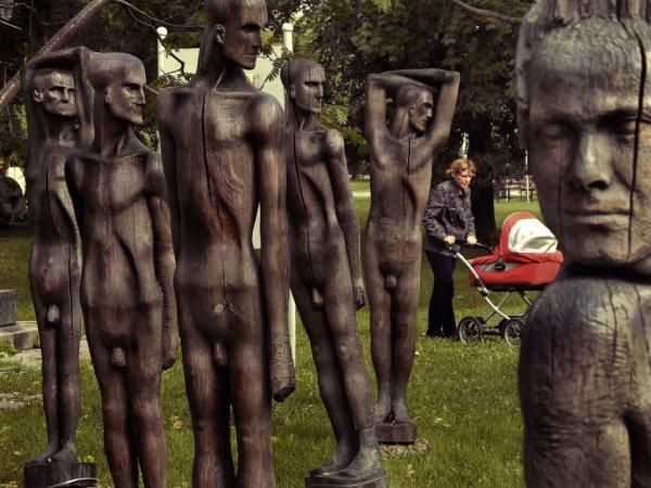 Человек в рамках современного искусства (из серии). Фото: Вл.Вяткин