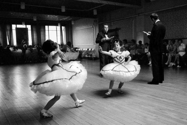 Дэвид Херн. Баргойд. Валийский детский чемпионат по бальным танцам. Из серии «Земля моего отца». 1973. © Magnum Photos