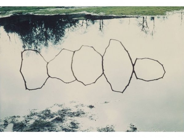 Andy Goldsworthy, Forked Twigs in Water Bentham, 1979